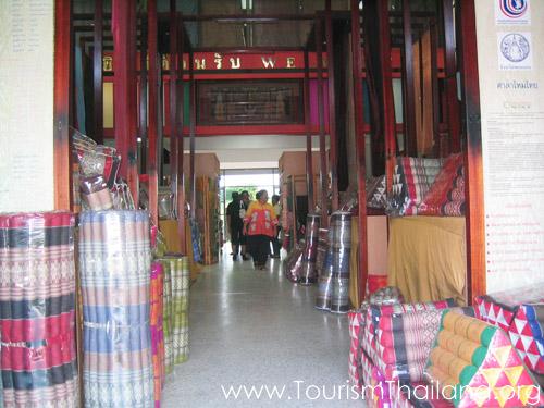 """ศาลาไหมไทย หรือ """"อาคารเฉลิมพระเกียรติ 60 พรรษา มหาราชินี""""ขอนแก่น"""