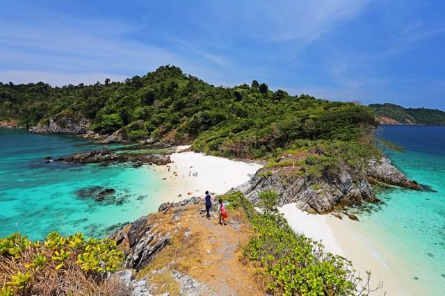 Seascape,View,Of,Traveler,Enjoy,Beautiful,White,Sand,Beach,And