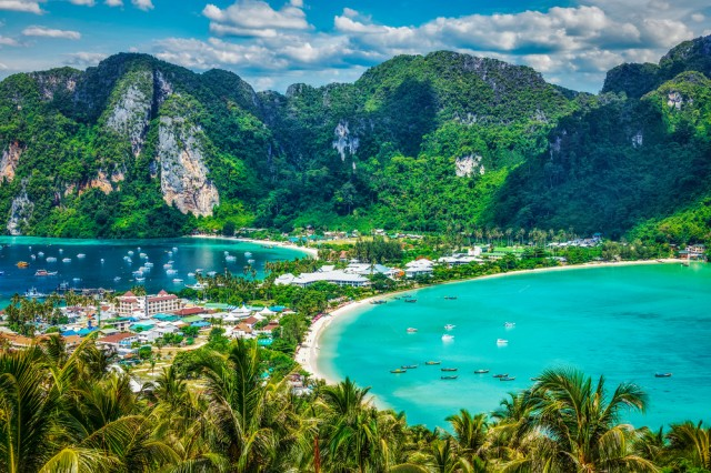 Travel,Vacation,Background,-,Tropical,Island,With,Resorts,-,Phi-phi